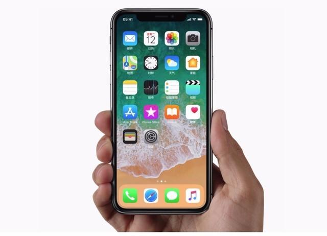 """不得不承认苹果在工业设计方面一直有一套,尽管在很多人眼中IPhone X并不完美,我想主要是因为那个""""齐刘海儿""""看上去并不是那么顺眼。"""