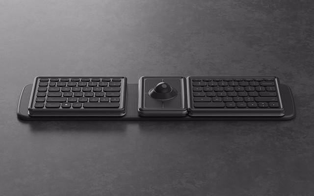 这款键盘同样也采用了模块化设计,除了标准键盘、数字小键盘之外,还配备了一个轨迹球,可以弥补没有鼠标的缺憾。