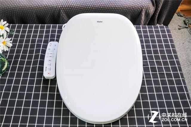 外观洁白如玉、简洁优雅。盖板采用ASA材质,在光泽度、耐高温、抗老化的性能上优于普通ABS、脲醛等材质