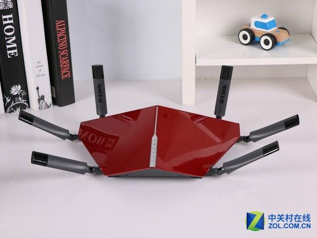 D-Link DIR-890L是款高端三频段无线路由器,其可组建三个频段的无线网络,分别为1个2.4GHz和2个5GHz频段。其在2.4GHz频段上的最高无线传输为600Mbps,在两个5GHz频段上的最高无线传输分别为1300Mbps。